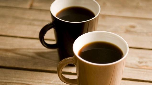 Deux tasses de café noir