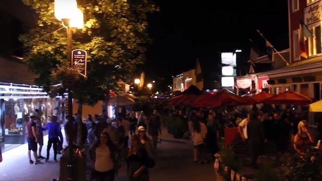 La rue Saint-Germain bondée à Rimouski, l'été dernier