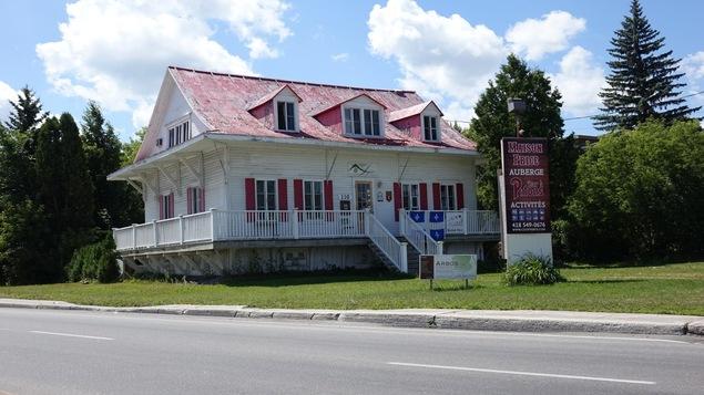 La toiture de la maison price doit tre refaite ici for Auberge de jeunesse la maison