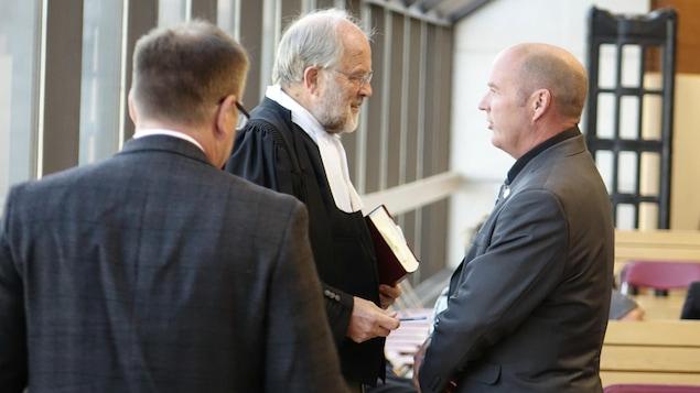 Thomas Harding en compagnie de son avocat, Me Thomas Walsh