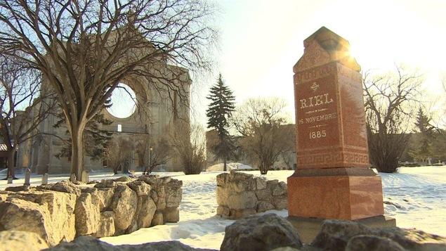 La tombe de Louis Riel dans le cimetière de Saint-Boniface.