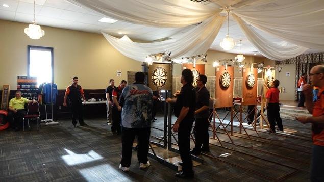 Un tournoi de dards à Ottawa