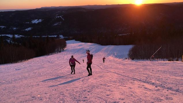 Différents éclairages, différentes couleurs pour le Trail polaire de New Richmond.