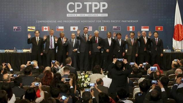 Les ministres du Commerce de l'Australie, du Brunei, du Canada, du Chili, du Japon, de la Malaisie, du Mexique, de la Nouvelle-Zélande, du Pérou, de Singapour et du Vietnam à la signature du traité à Santiago, le 8 mars dernier.