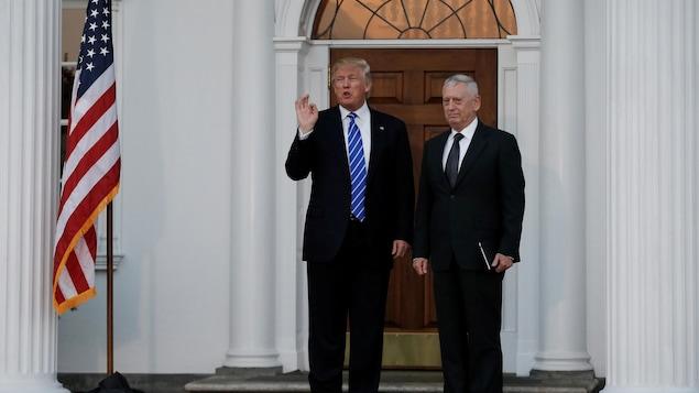 Donald Trump et le général Mike Segar.