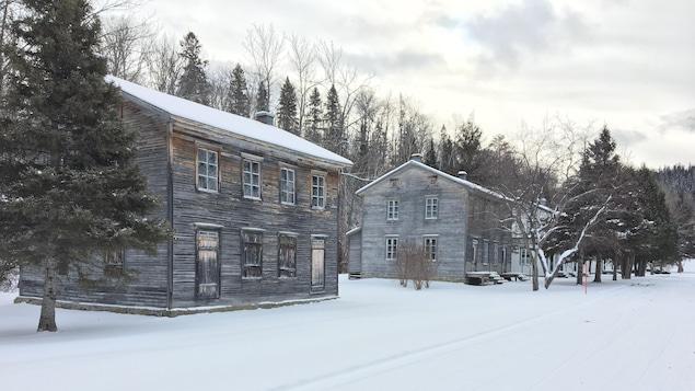 Les maisons historiques en hiver dans le village