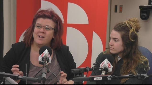 La coordonnatrice du Centre d'action bénévole de Chicoutimi Valérie Tremblay et la bénévole Jessica Prescott