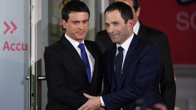 Benoît Hamon et Manuel Valls, lors de la victoire du premier aux présidentielles socialistes.