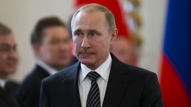 Le président russe Vladimir Poutine arrive à une rencontre au Kremlin, à Moscou.