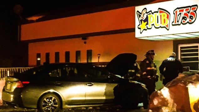 Une voiture a foncé dans un mur de la brasserie 1755 à Dieppe lundi soir.