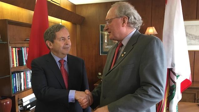 L'ambassadeur du Canada à Washington, David MacNaughton, a rendu visite au premier ministre Wade MacLauchlan à Charlottetown.