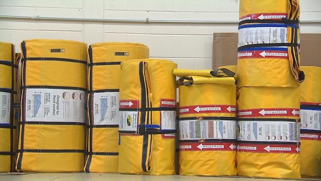 La digue portative peut être vendue en rouleaux ou en caisson pour faciliter les déploiements.