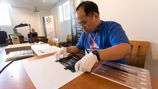 Une centaine de personnes ont participé au scan-o-thon d'archives des Premières Nations organisé dans le cadre de Wikimania 2017. Toutes ces archives numérisées sont maintenant accessibles en ligne.