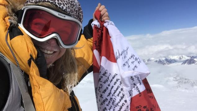 Autoportrait de Monique Richard au sommet du mont Logan