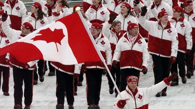 La délégation canadienne des Jeux de Nagano en 1998 menée par Jean-Luc Brassard