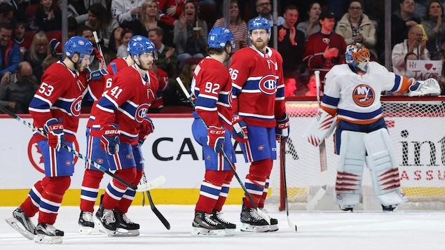 Les joueurs du Canadien de Montréal célèbrent un but.