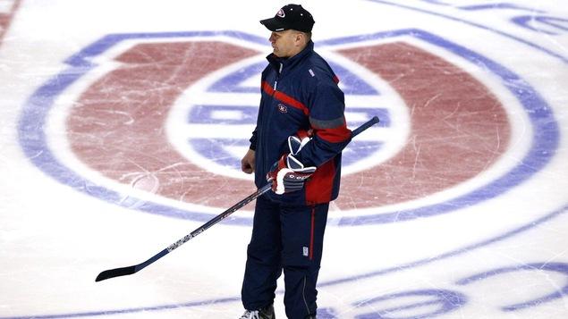 Claude Julien dirige un entraînement du Canadien, le 12 avril 2004