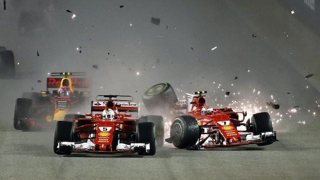 Les Ferrari de Sebastian Vettel et de Kimi Raikkonen sont entrées en collision au départ du Grand Prix de Singapour.