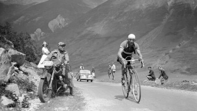 Gino Bartali lors de la 11e étape du Tour de France en 1950, entre Pau et Saint-Gaudens.