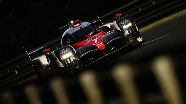 Heures du Mans: la Porsche N.1 leader arrêtée, en passe d'abandonner
