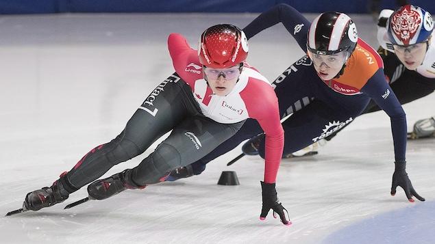Kim Boutin devance Lara van Ruijven en demi-finale du 1500 m.