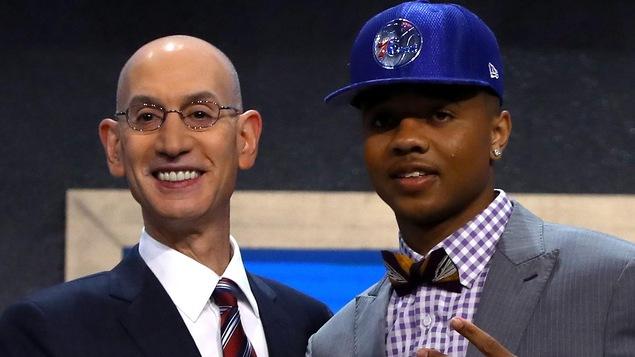 Le commissaire de la NBA Adam Silver et Markelle Fultz