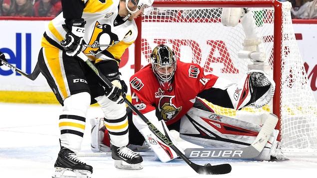 Sidney Crosby frustré par Craig Anderson.