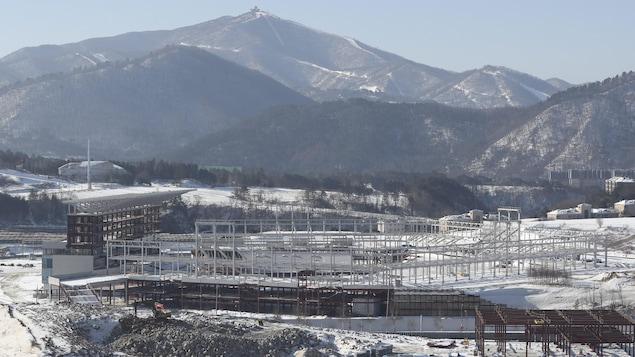 La place olympique de Pyeongchang, lieu des cérémonies d'ouverture et de fermeture, en construction, le 3 février 2017