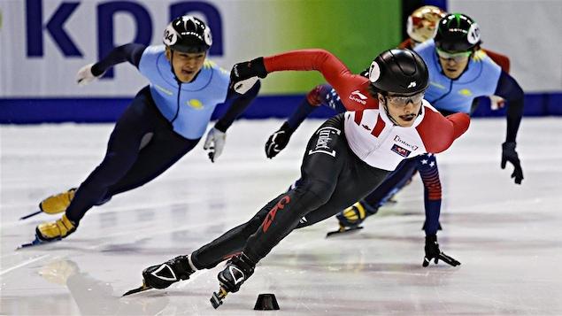 Samuel Girard qui patine durant une course.