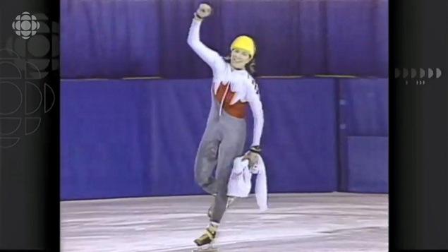 Sylvie Daigle célèbre sa victoire au 1500 m.