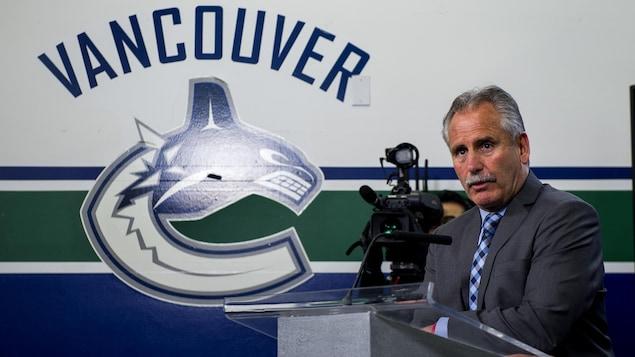 Les Canucks congédient leur entraîneur