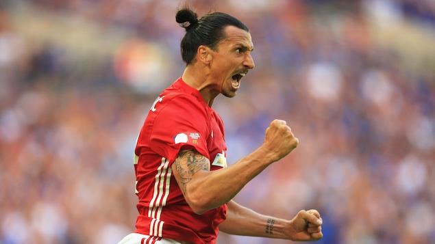 Zlatan Ibrahimovic prolonge d'un an avec Manchester United — Angleterre