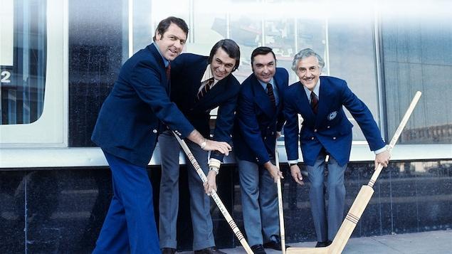 Les commentateurs sportifs Gilles Tremblay, Richard Garneau, Lionel Duval et René Lecavalier, en 1971
