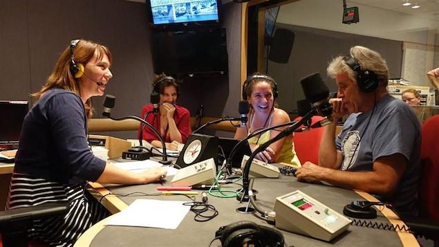 L'animatrice Annie Desrochers et ses comparses de l'émission <i>Le 15-18</i>