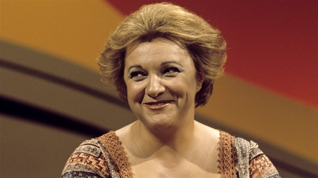 Lise Payette à la barre de l'émission <i>Appelez-moi Lise</i>, le 4 juin 1976