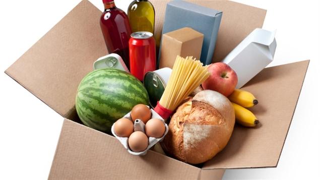 Provisions alimentaires dans une boîte