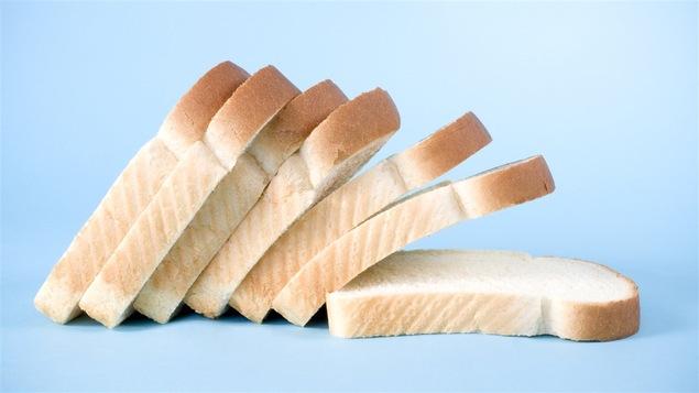 Le pain blanc, cuisiné à partir de farine transformée, domine les ventes.