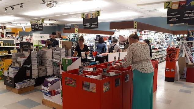 Achat de matériel scolaire à la Biblairie GGC de Sherbrooke