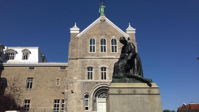 Le couvent des Religieuses Hospitalières de Saint-Joseph pris en photo.