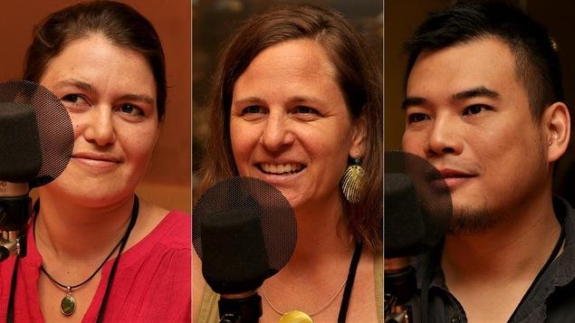 Les trois invités participent à la discussion sur la francisation des immigrants.