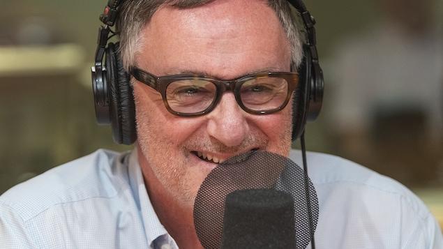 Yves Jacques au micro de Stéphan Bureau.