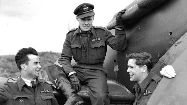 Trois hommes et un avion de chasse
