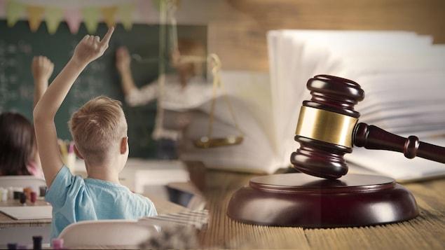 La fusion de deux photos, celle d'un enfant qui lève le bras en salle de classe et celle d'un marteau de juge.