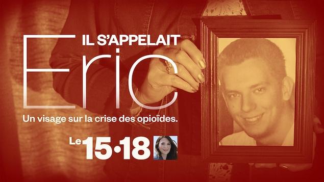 Une dame tient la photo d'un jeune homme souriant pour la série de reportages sur la crise des opioïdes diffusé à l'émission Le 15-18.