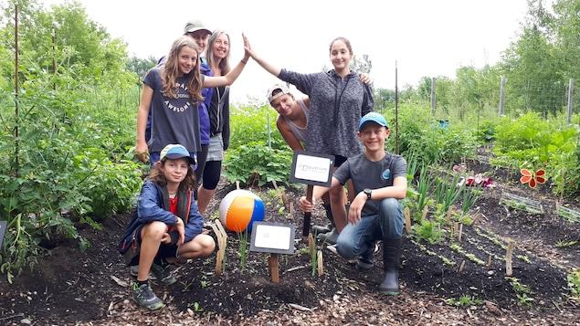 L'organisme Croquarium poursuit sa mission auprès des jeunes avec un jardin collectif.