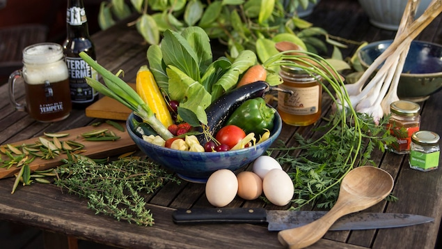 Oeufs, fruits, légumes, herbes et aromates, miel et bière, en plus de la viande, des poissions et fruits de mer, on ne manque de rien dans la région.