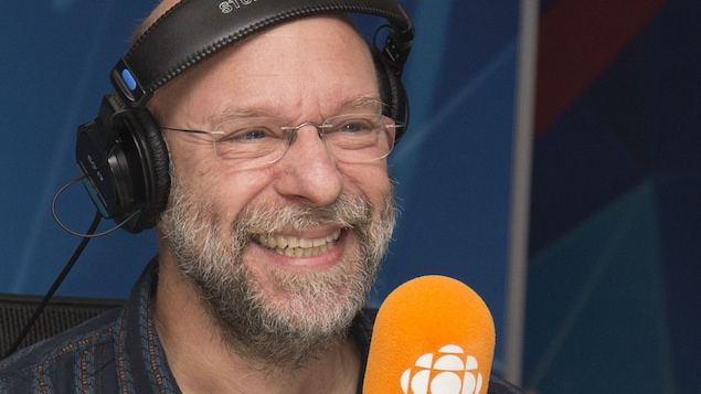 Le chef d'orchestre Jean-François Rivest au studio 17 de Radio-Canada, à Montréal, le 19 novembre 2017