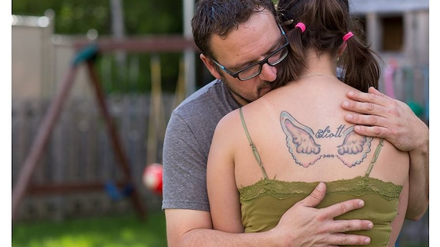 Un couple vit son deuil périnatal avec l'aide de la Fondation J'allume une étoile.