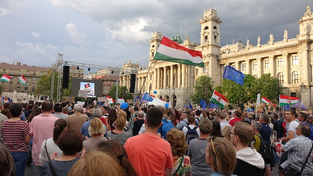 Manifestation d'opposition au gouvernement d'Orban devant le parlement hongrois à Budapest, le 8 mai dernier.