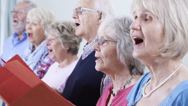 Les personnes qui font partie d'une chorale auraient une meilleure capacité pulmonaire que celles qui ne chantent pas.